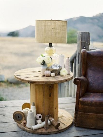 bobinas de madera reutilizadas decoración