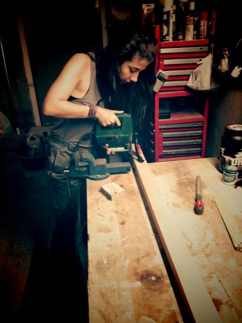 cortando madera para mi arbol de navidad diy