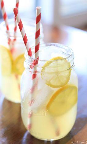limonada con pajita